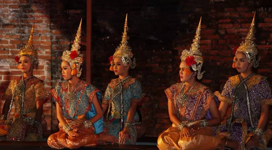 thailand culture etiquettes and weather essay Cultural information - thailand wears because of the weather  engineering in small university in southern thailand afterwards, your cultural interpreter.